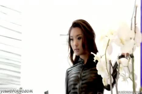 Алина Ли с сексуальной попкой добралась до большого члена