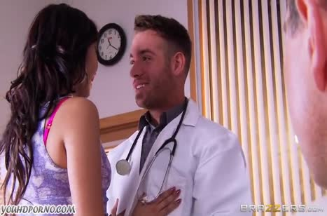 Мико Даи променяла муженька на крепкого доктора