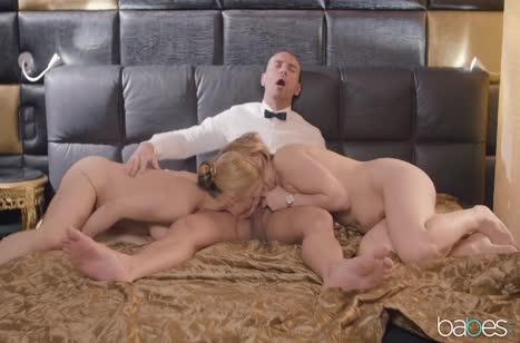 Сисястые блондинки нежно стонут от группового секса №5