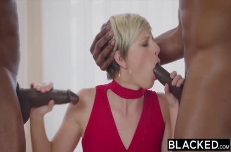 Зрелая блондинка принарядилась на свидание с негром №2
