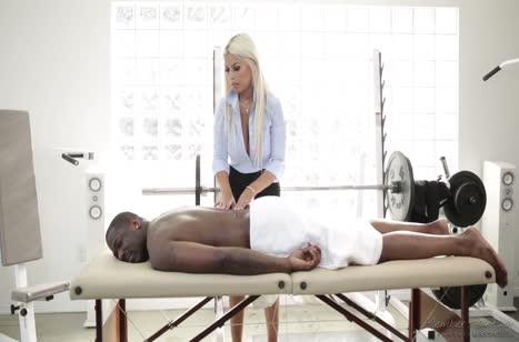 Фигуристая докторша Бриджит Би захотела черного пациента №2