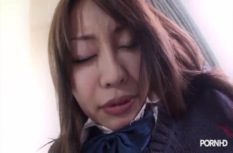 Скромная молодая японка засветилась в домашней порнушке