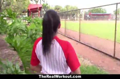 Сексуальная бейсболистка трахается после игры №4