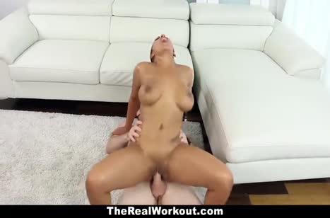 Сексуальная бейсболистка трахается после игры №6