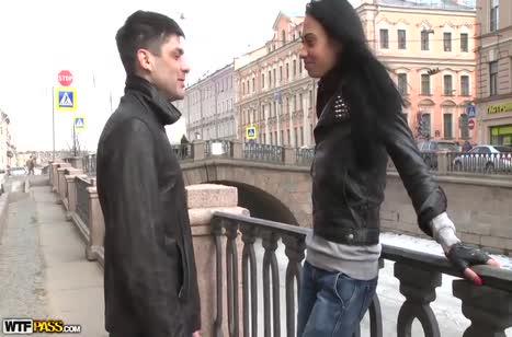 Молодая русская подруга поддалась на уговоры сняться в порнухе