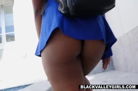 Африканка с большой задницей опробовала секс с белым