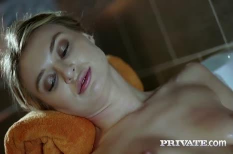Дырки бедняжки Francesca Dicaprio растягивают крепкие болты