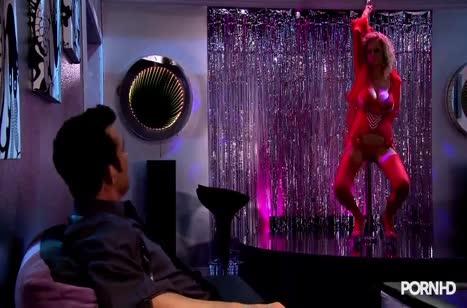 Красивые стриптизерши готовы даже на групповой секс