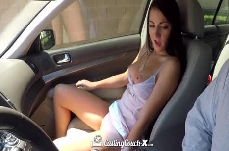 Молодая Лили Адамс уже в машине завелась на горячий секс №3