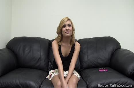 Симпатичная блондинка рада поработать на порно кастинге №2