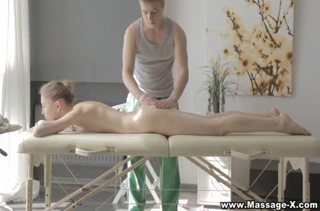 Миловидная блондинка Миа Риз возбудилась от опытного массажиста №2