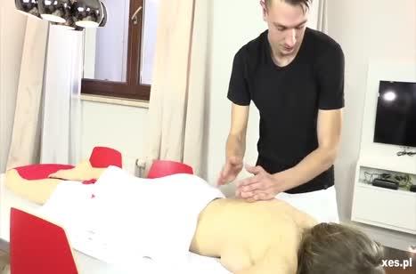 Массажист и помощница устроили групповуху с пациенткой №2
