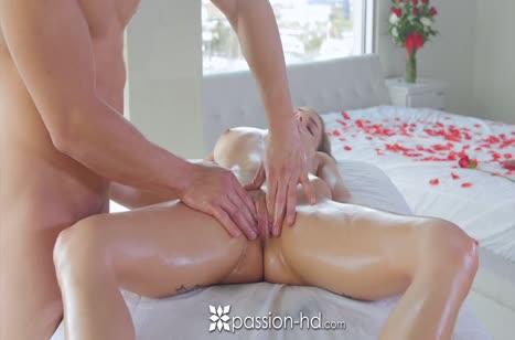 Белокурую красотку Сидни Коул нежно удовлетворил массажист №4