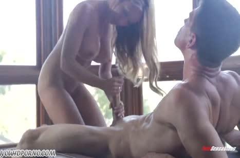 Красотка Капри Каванни классно берет пенис в ротик №5