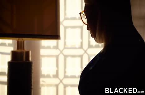 Черные парни на пару растягивают дырки Кимберли Брикс
