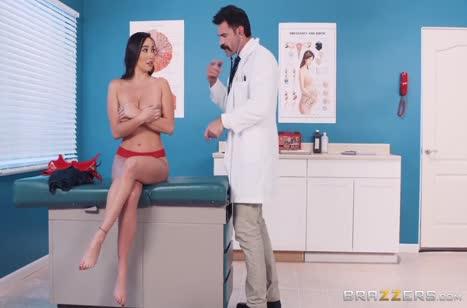 Усатый доктор прокатил на члене сисястую Карли Грей №1