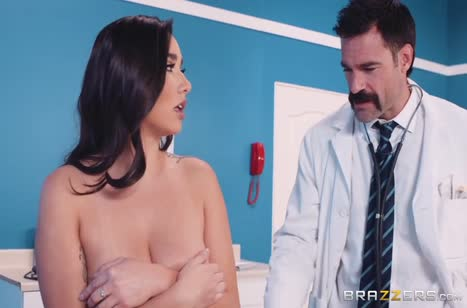 Усатый доктор прокатил на члене сисястую Карли Грей №2