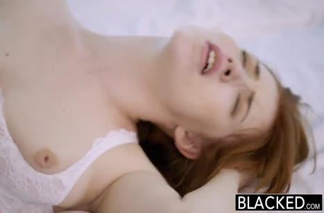 Рыжеволосая милашка выбрала черного самца №5
