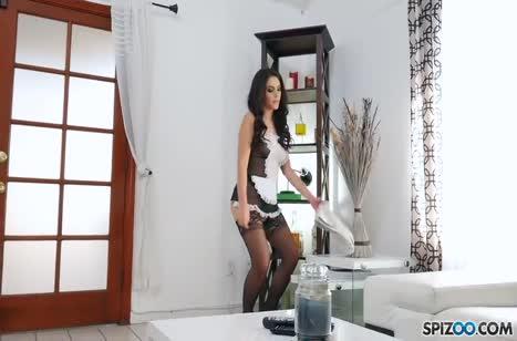 Сексуальная Valentina Nappi трахается от первого лица №1