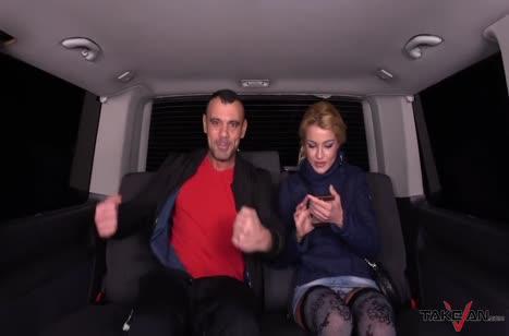 Веселая блонди согласна на секс в машине №2