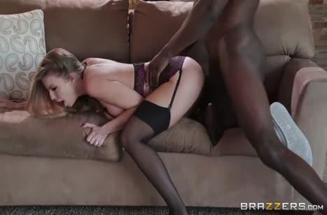 Чика в чулках и в сексуальном белье напросилась на черный болт №5