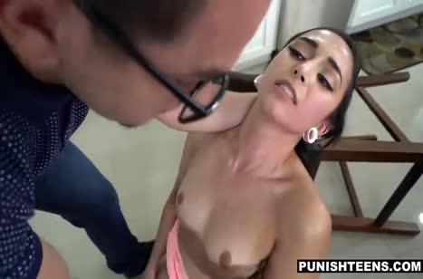 Злой очкарик устроил с Malina Mars дикое порно в стиле БДСМ №3