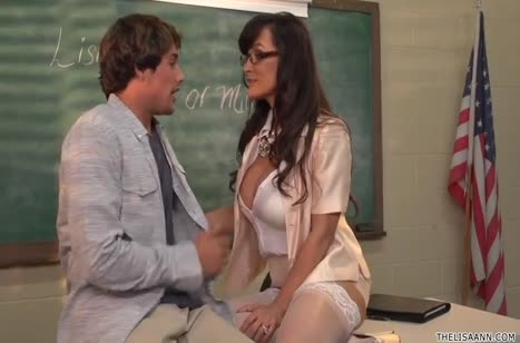 Развратная училка готова покувыркаться со студентом