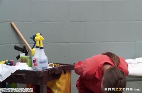Горячие лесбиянки устроили хардкор с большим страпоном